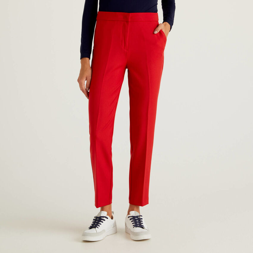 Solid colored trousers in flowy fabric