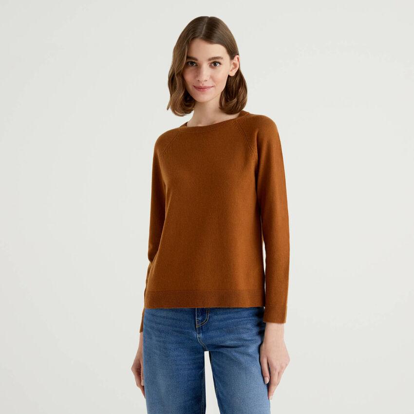 Jersey de cuello redondo marrón en mezcla de lana y cachemir