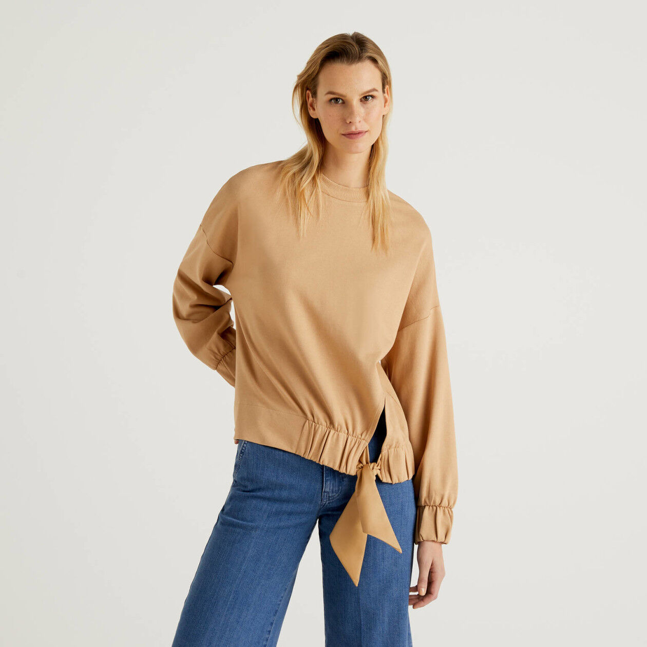 Sweatshirt with bow and puff sleeve