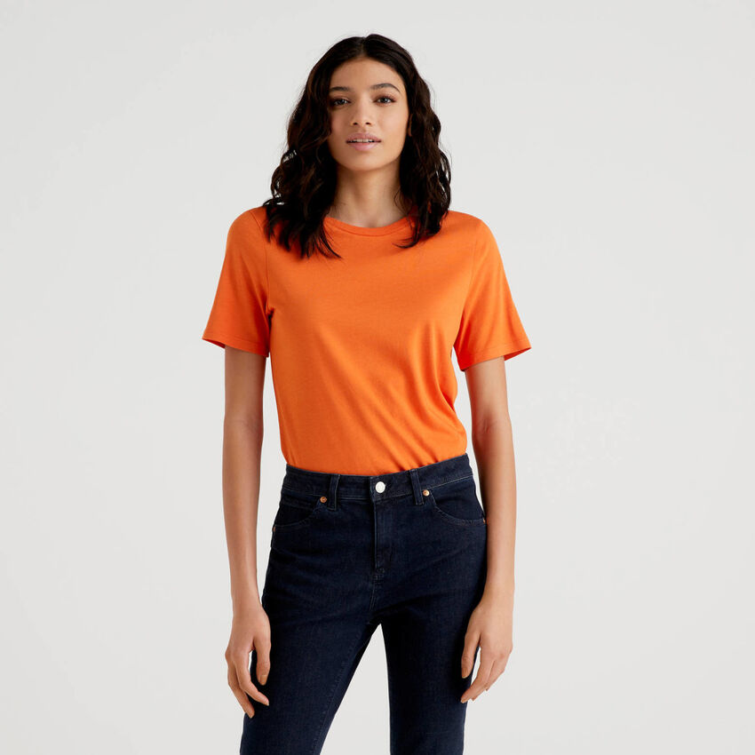 Solid color crew neck t-shirt