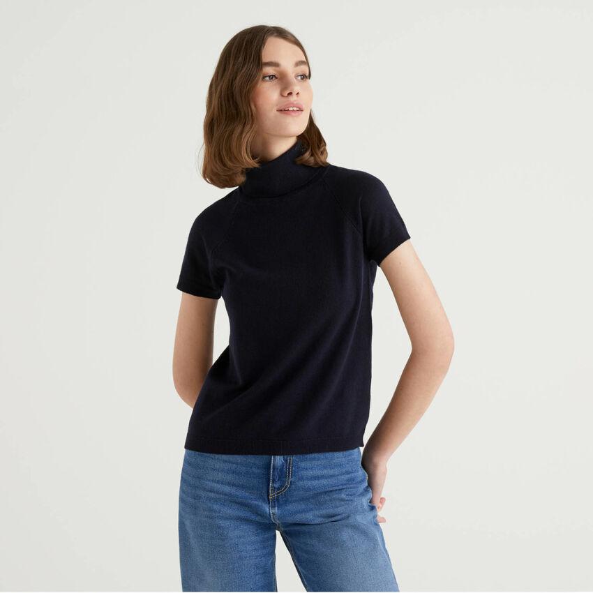 Jersey de cuello alto azul oscuro de manga corta en mezcla de lana y cachemir