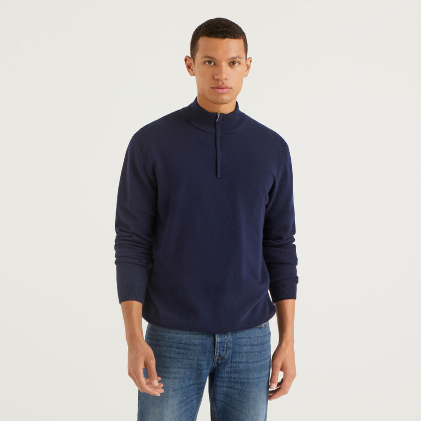 Dark blue zip up sweater in 100% virgin wool
