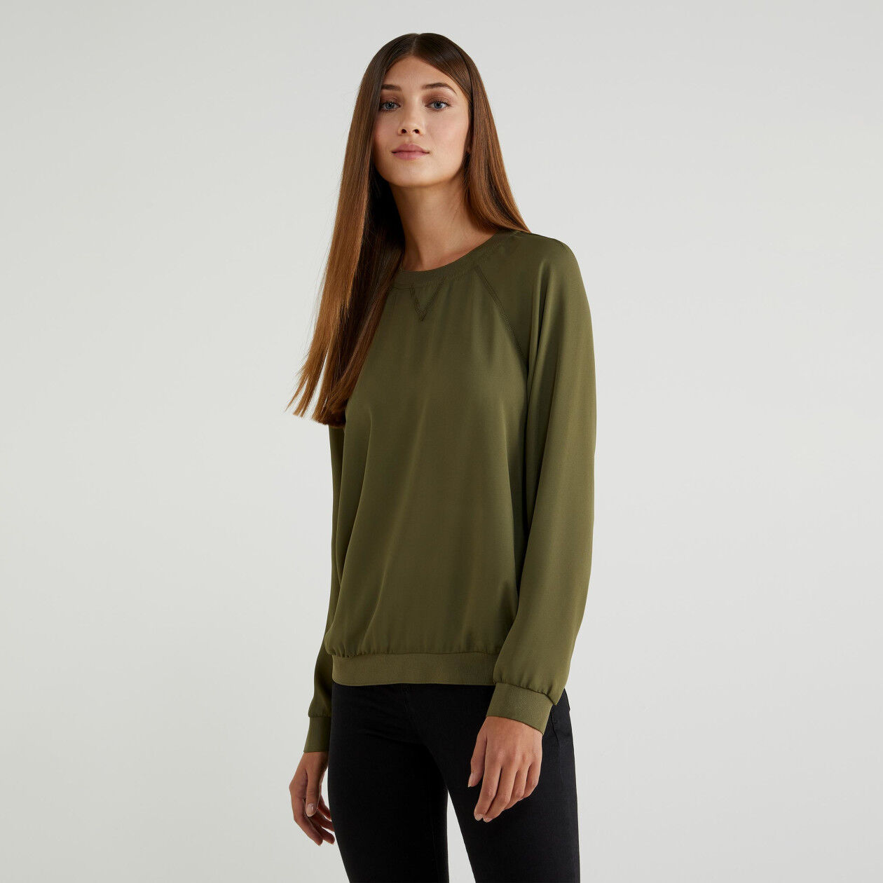 Round neck crepe blouse