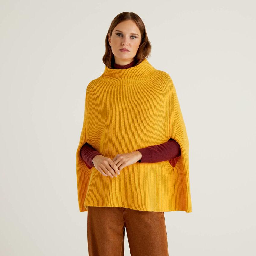 Poncho de suave lana mixta