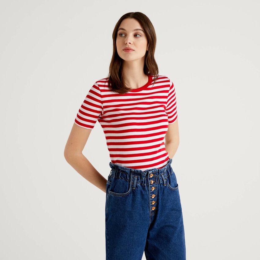 Camiseta de cuello redondo a rayas