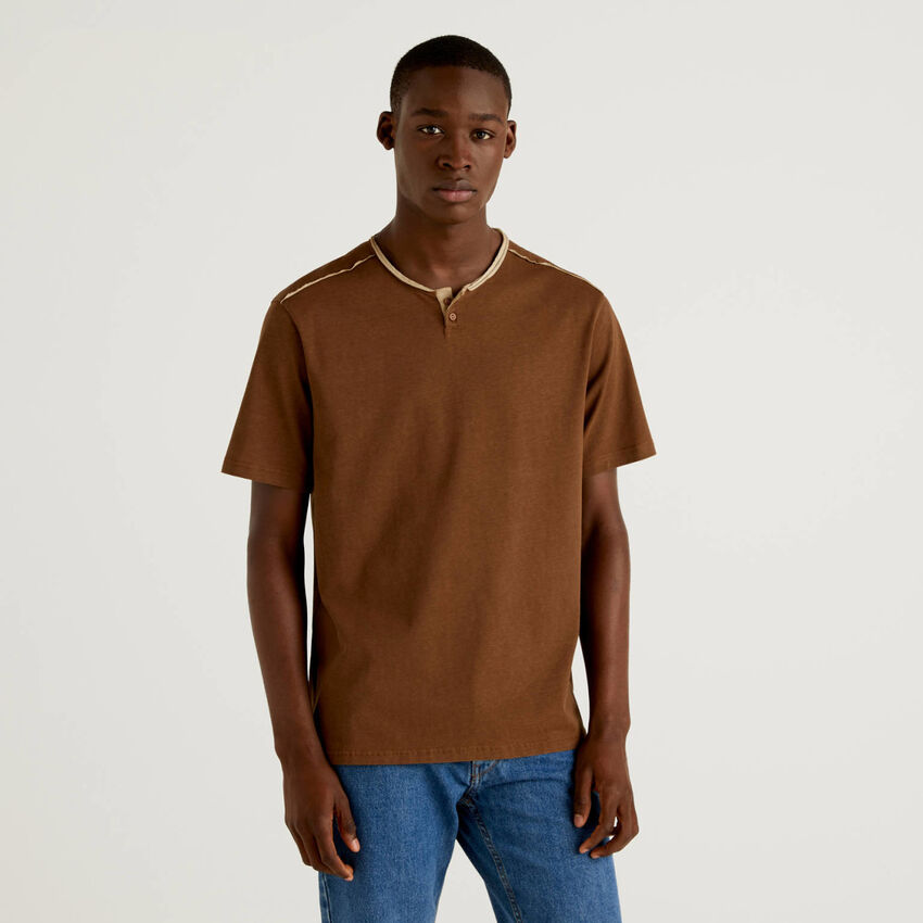 Henley t-shirt with clashing details