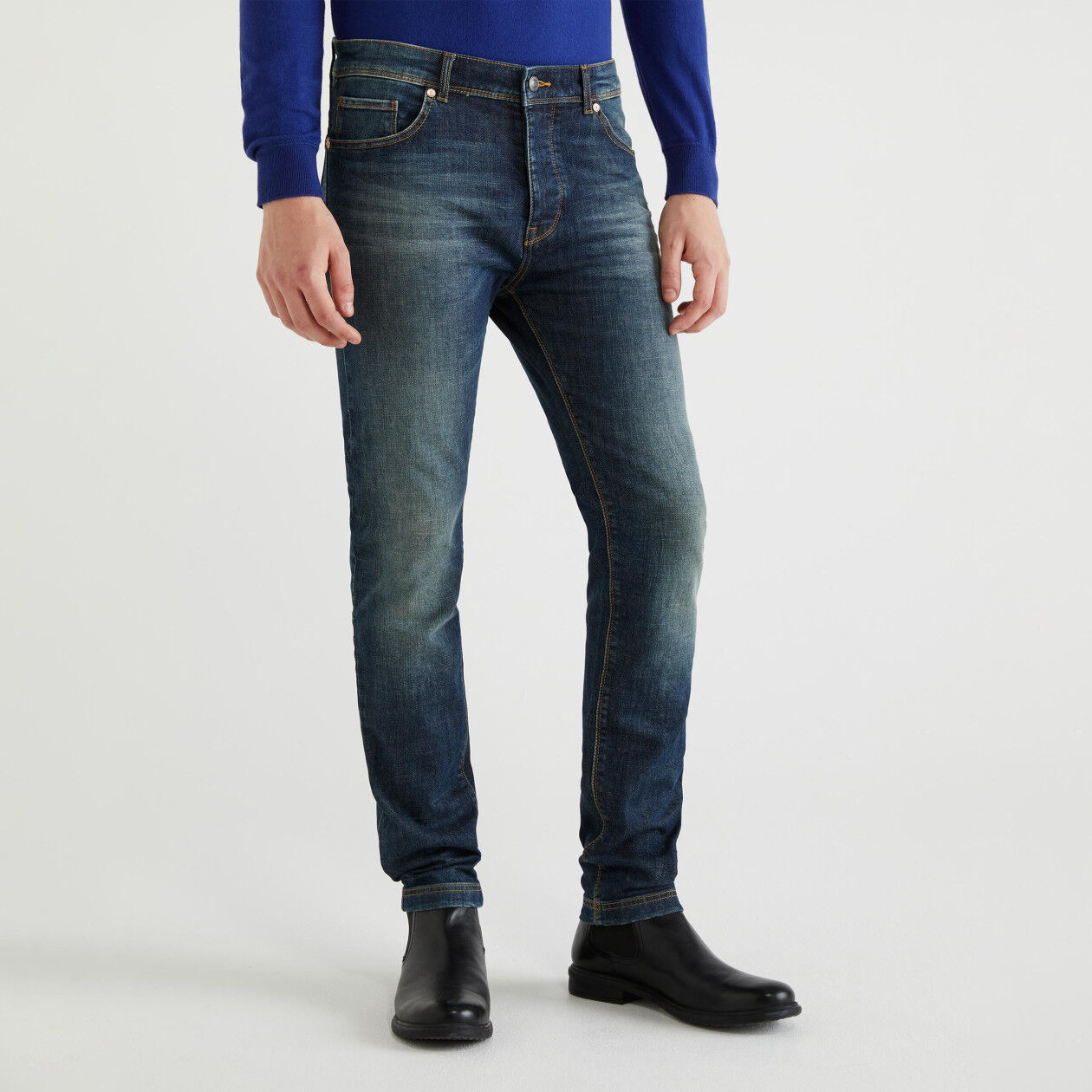 Skinny fit jeans with buttons