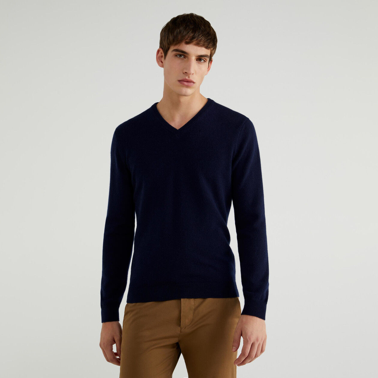 V-neck sweater in pure cashmere