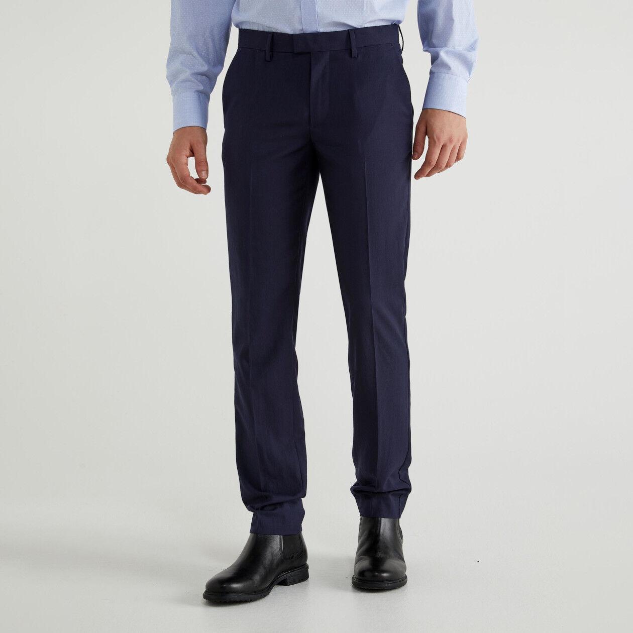 Pantalón con raya planchada