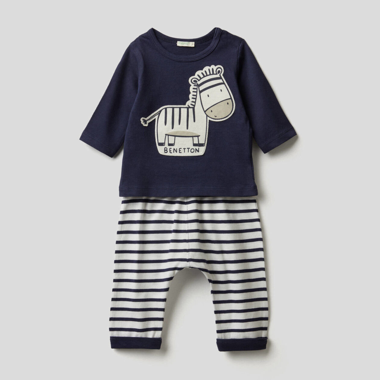 Set in pure organic cotton