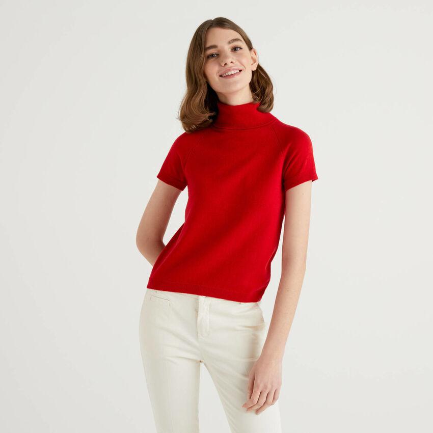 Jersey de cuello alto rojo de manga corta en mezcla de lana y cachemir