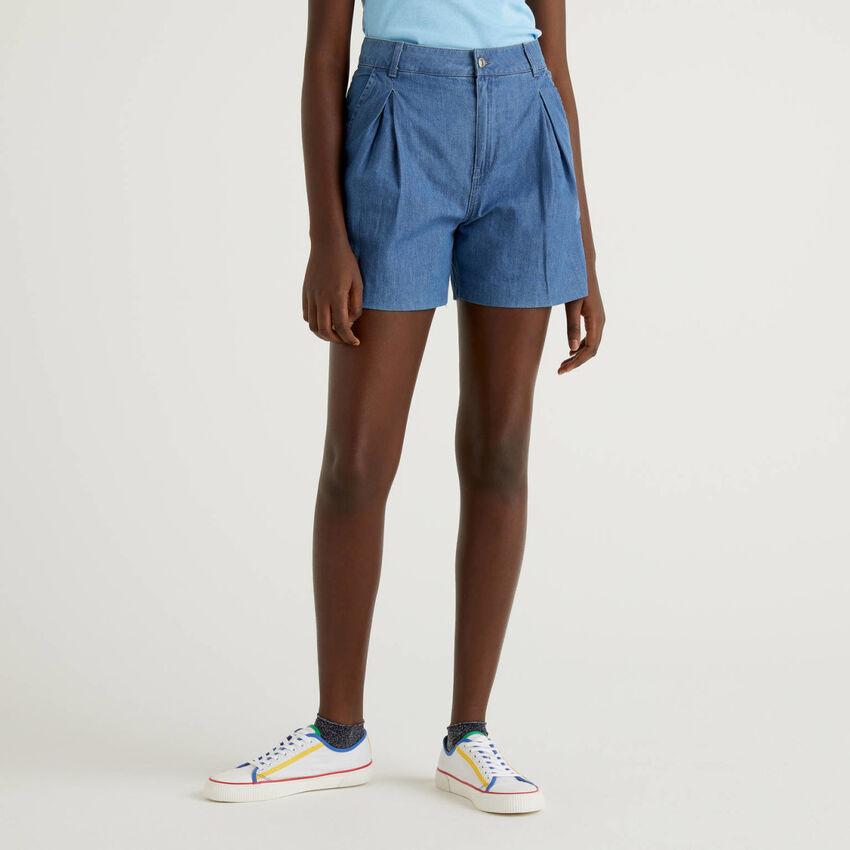 Shorts in 100% cotton denim