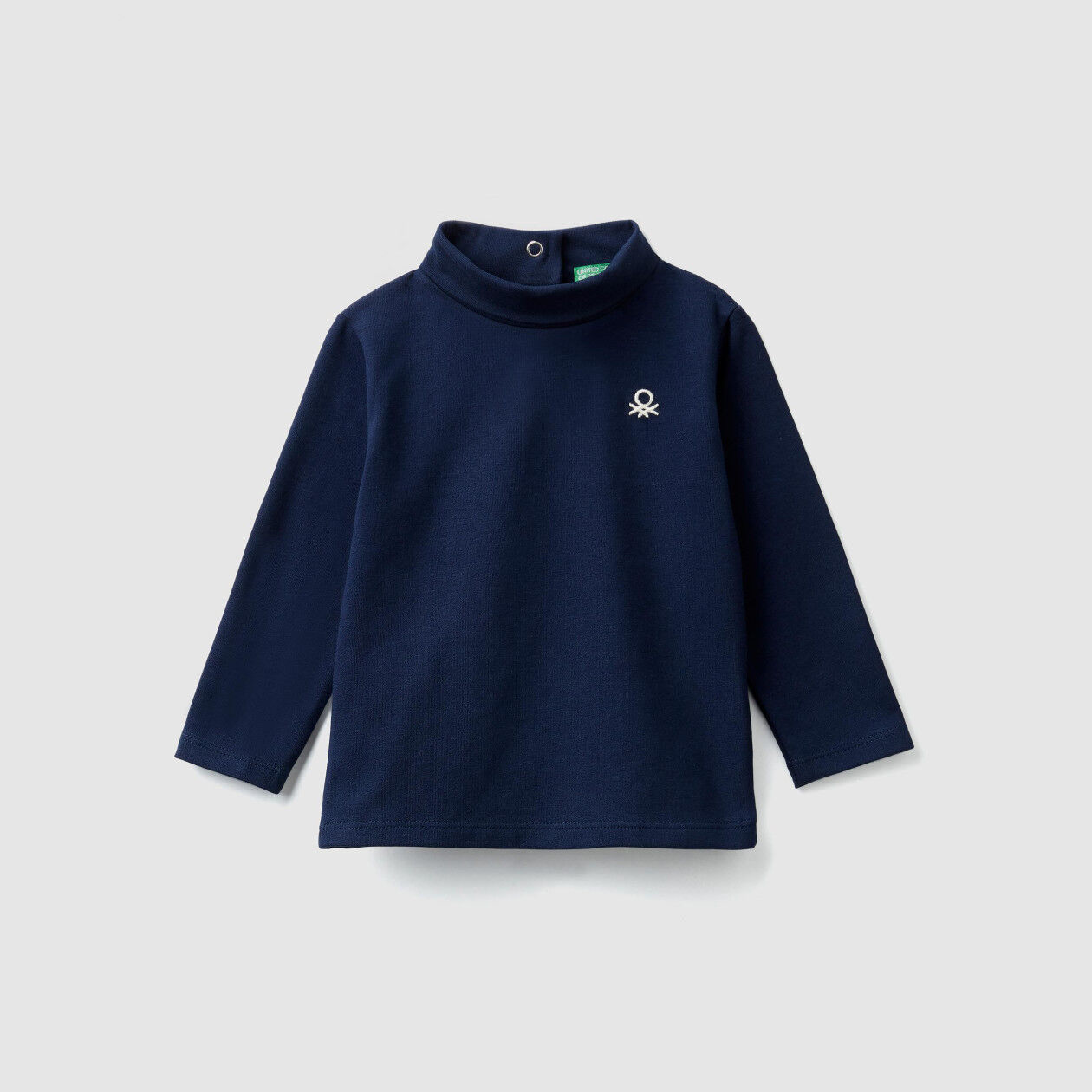 T-shirt with logo and buttons