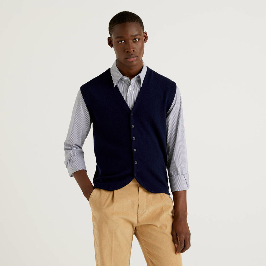 Vest in 100% virgin wool with buttons