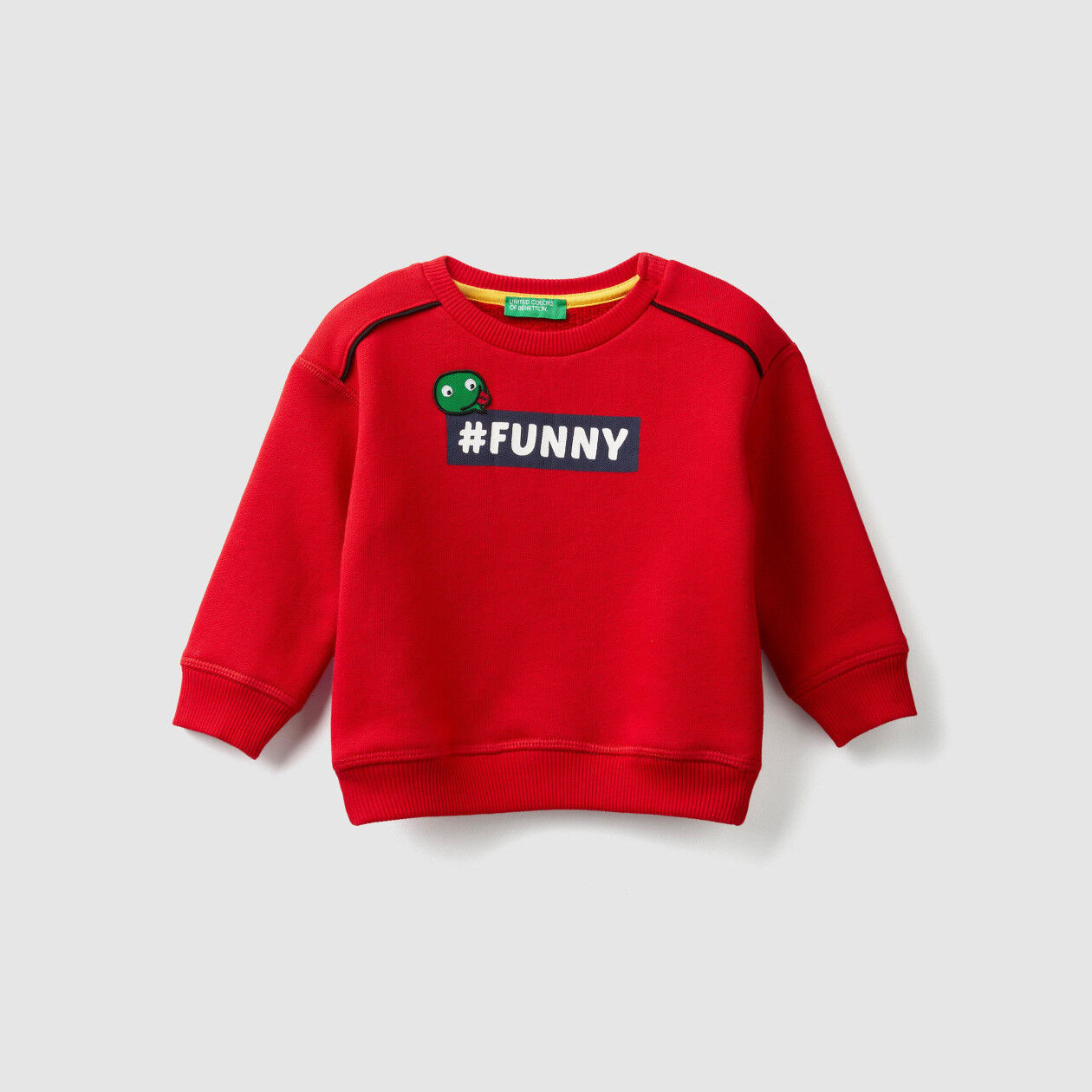 Sweatshirt with print and patch