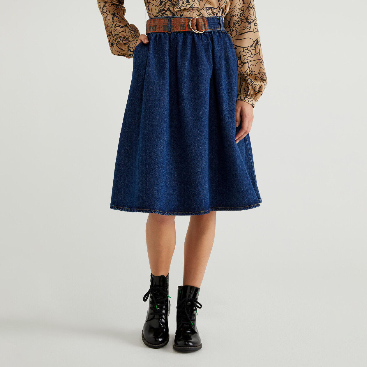 Jean skirt with belt