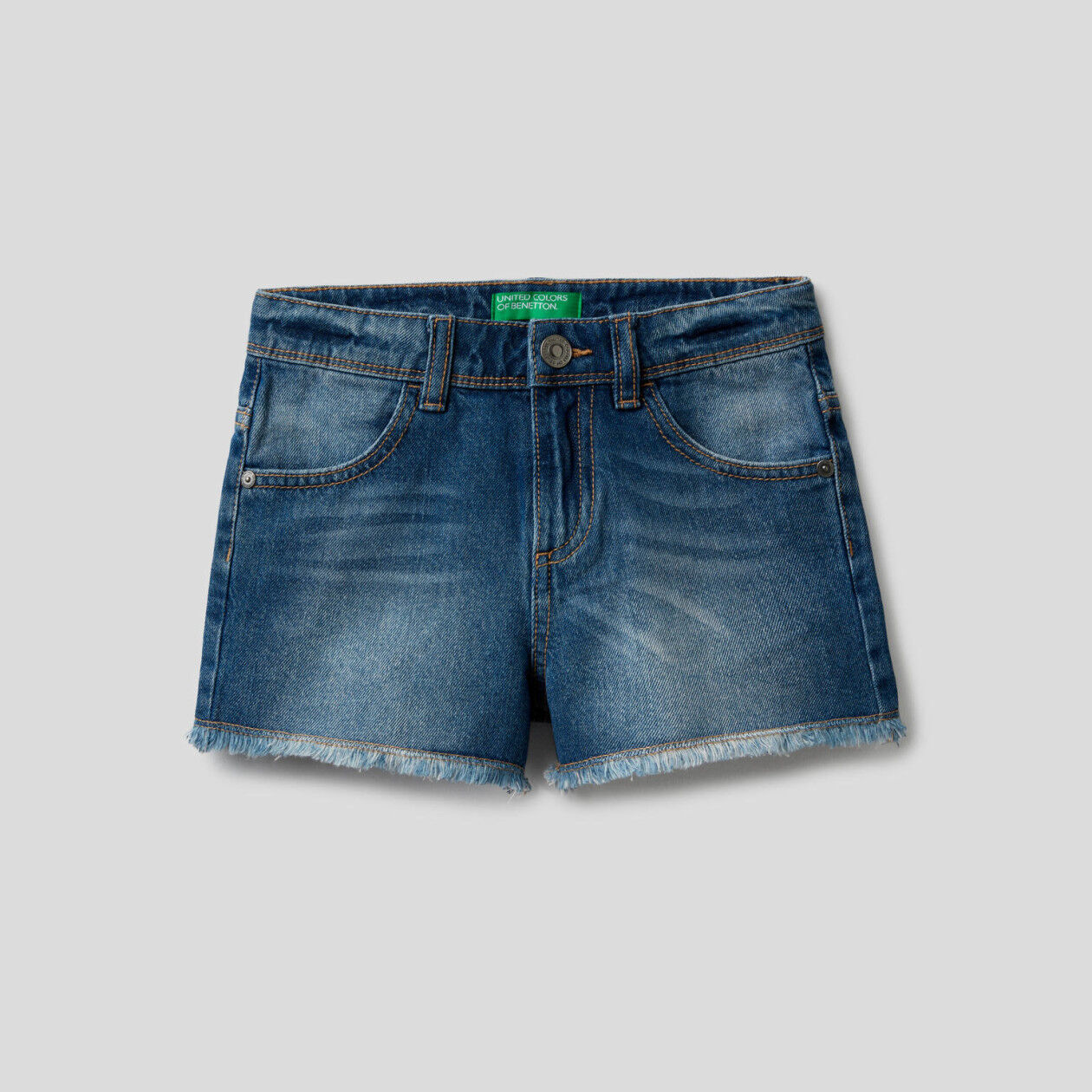 Pantalón corto en denim de 100% algodón