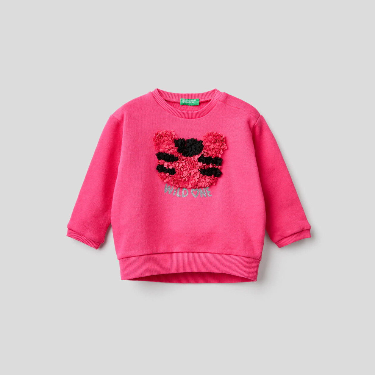 Sweatshirt with petal look applique