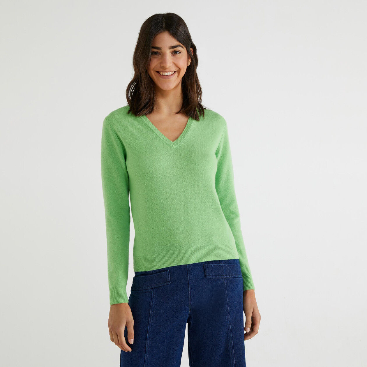 V-neck sweater in 100% virgin wool
