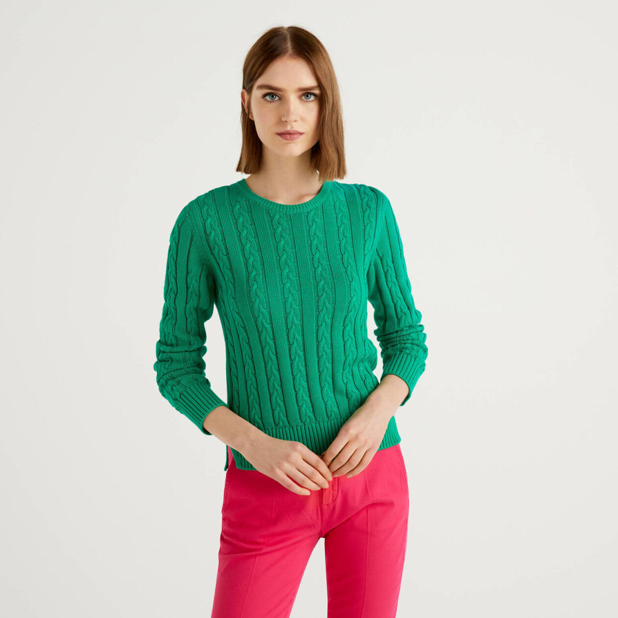 Crew neck sweater with cables