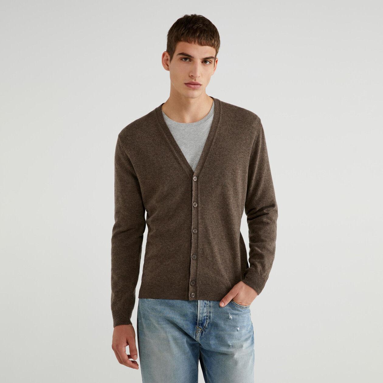 V-neck cardigan in 100% virgin wool